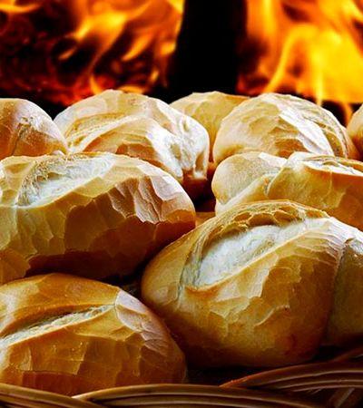 Padaria no ES oferece pães quentinhos a quem não pode pagar