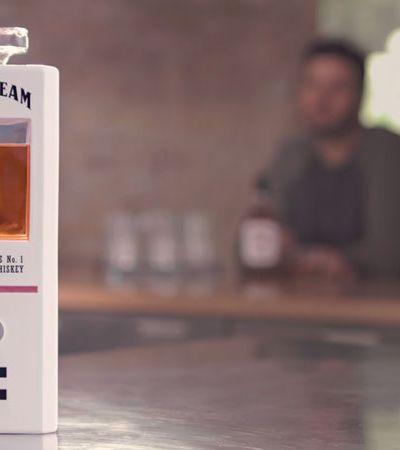 Jim Beam cria decantador inteligente que conversa e dá doses de whiskey