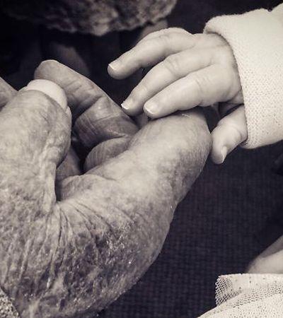 A emoção 18 avós e bisavós (quase) centenários ao verem seus netinhos pela primeira vez