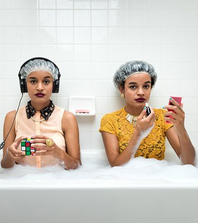 Dupla de fotógrafos faz retratos íntimos de estranhos que responderam a um anúncio na internet
