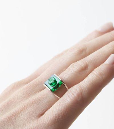 Dupla de designers de Paris criam joias incríveis usando peças de Lego