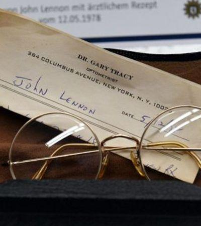 Óculos, diários e outros 100 objetos pessoais roubados de John Lennon são encontrados em Berlim