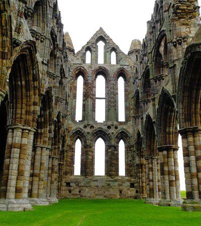 Conheça as ruínas que inspiraram Bram Stoker na criação de Drácula