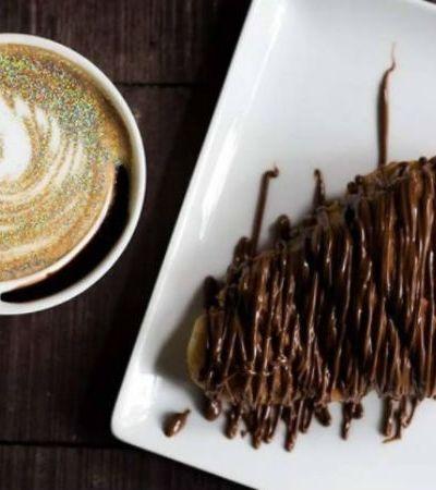 Os maravilhosos cappuccinos com glitter vão deixar suas manhãs brilhantes