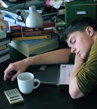 Dormir mal pode ter o mesmo efeito para o cérebro que beber demais, indica pesquisa