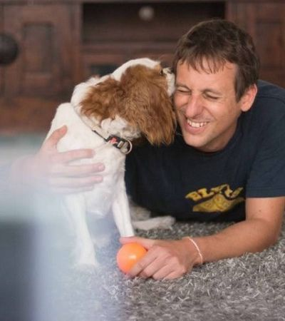 Discovery lança no Brasil o primeiro canal de TV para cachorros