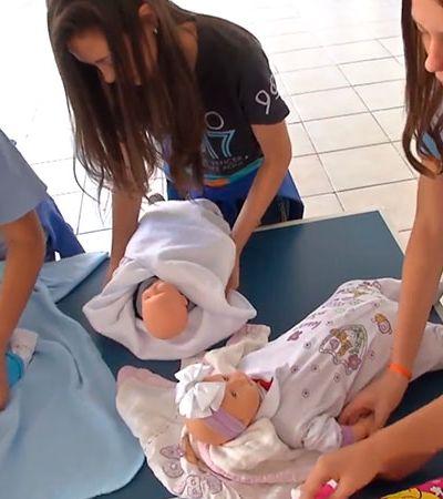 Esta escola encontrou uma maneira nada usual de prevenir a gravidez na adolescência