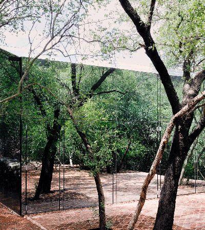 A incrível casa transparente que se camufla na floresta mexicana