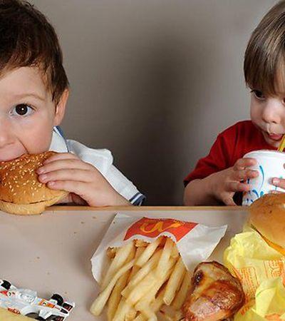 Contra obesidade infantil, capital europeia proíbe restaurantes fast food próximo às escolas
