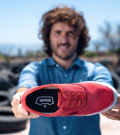 Empresa argentina cria tênis a partir de pneus velhos e emprega somente mães solo