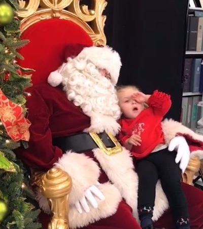 Esta garotinha de 2 anos fez um pedido que todos nós faríamos ao Papai Noel: tirar um cochilo