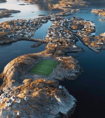 Este campo na Noruega é tudo que os amantes do futebol sonharam