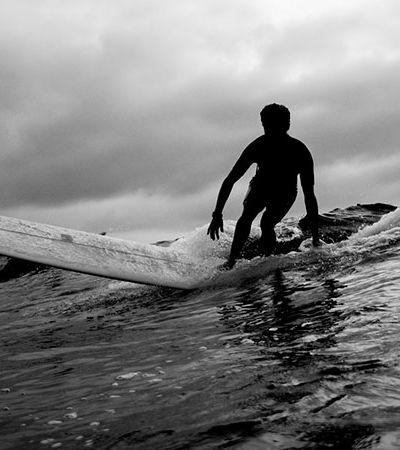 Fotógrafo retrata a cultura do surf e do skate em imagens poéticas