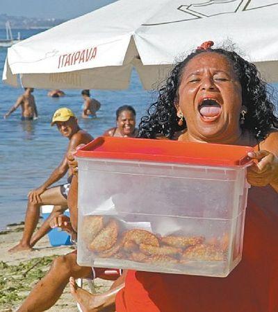 Ela se libertou da humilhação da antiga patroa vendendo pastéis veggies no grito