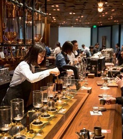 Recém inaugurado, o maior Starbucks do mundo, em Shanghai, promete ser um templo do café