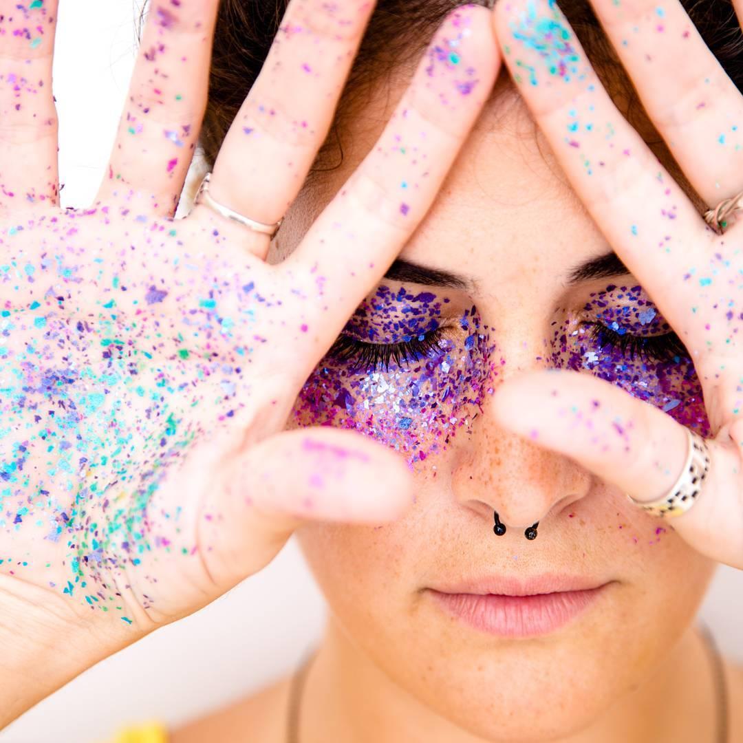 A purpurina natural da Pura dá efeito brilhante e colorido