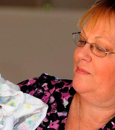 Esta mulher já resgatou e cuidou de cerca de 400 bebês morcego