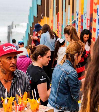 2,6 mil voluntários se unem para fazer da fronteira México-EUA o maior mural do mundo