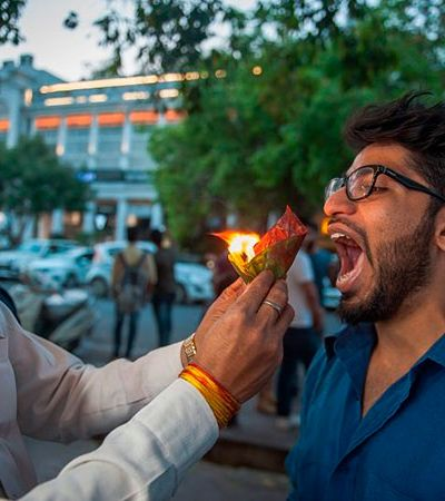 Esta barraca de rua em Nova Delhi serve comida literalmente em chamas