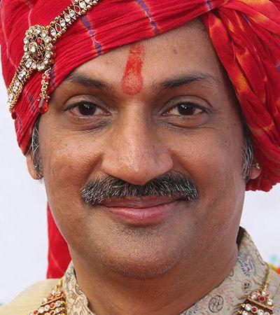 Príncipe gay transforma palácio em abrigo para pessoas LGBT na Índia