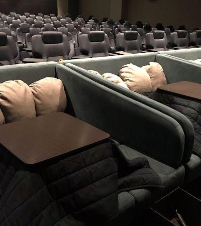 Travesseiro, cobertor e comida… O cinema mais aconchegante e quentinho do mundo fica no Japão
