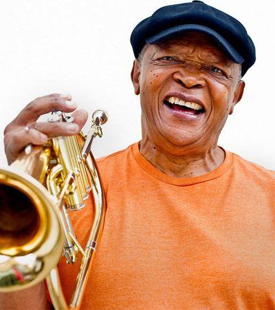 Música e luta no adeus ao grande trompetista sul-africano Hugh Masekela
