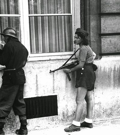 Conheça a incrível Simone Segouin, ativista da resistência francesa que aos 18 anos capturou 25 nazistas