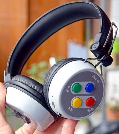 Os 1990 voltaram: Fã de tecnologia cria seu próprio fone de ouvido Super Nintendo
