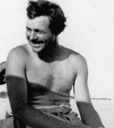 Fotos raras mostram Hemingway bem à vontade curtindo o calor do verão