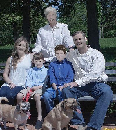 Fotógrafa carrega no Photoshop e transforma retrato de família em ensaio de terror