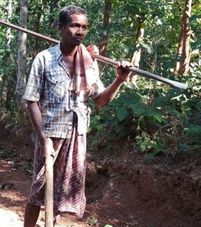 Este indiano abriu sozinho uma estrada de 8 km para seus filhos irem à escola