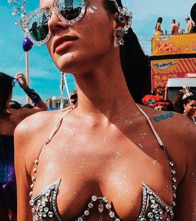 Fantasia de Bruna Marquezine em bloco de Carnaval gera debate sobre padrão de beleza