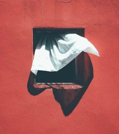 Ele passou 12 anos fotografando a janela de um prédio de Istambul e o resultado é poesia pura