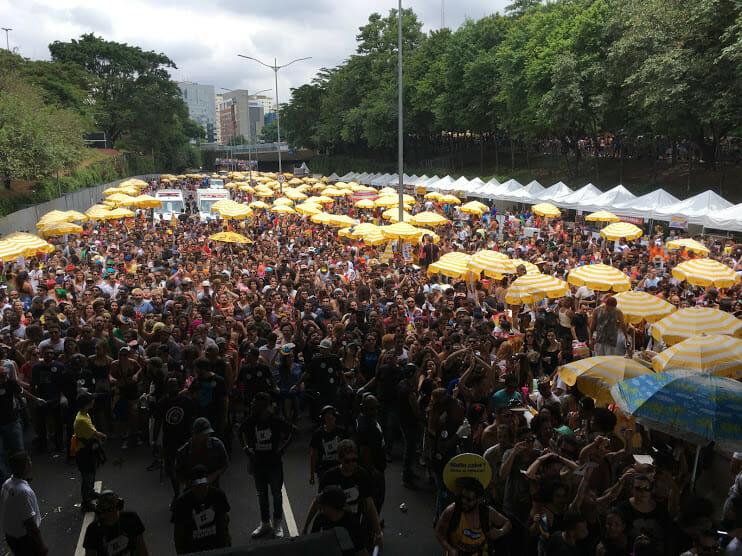 Do Viaduto Santa Generosa, até a Liberdade, a multidão enlouquecida acompanhou o Baiana