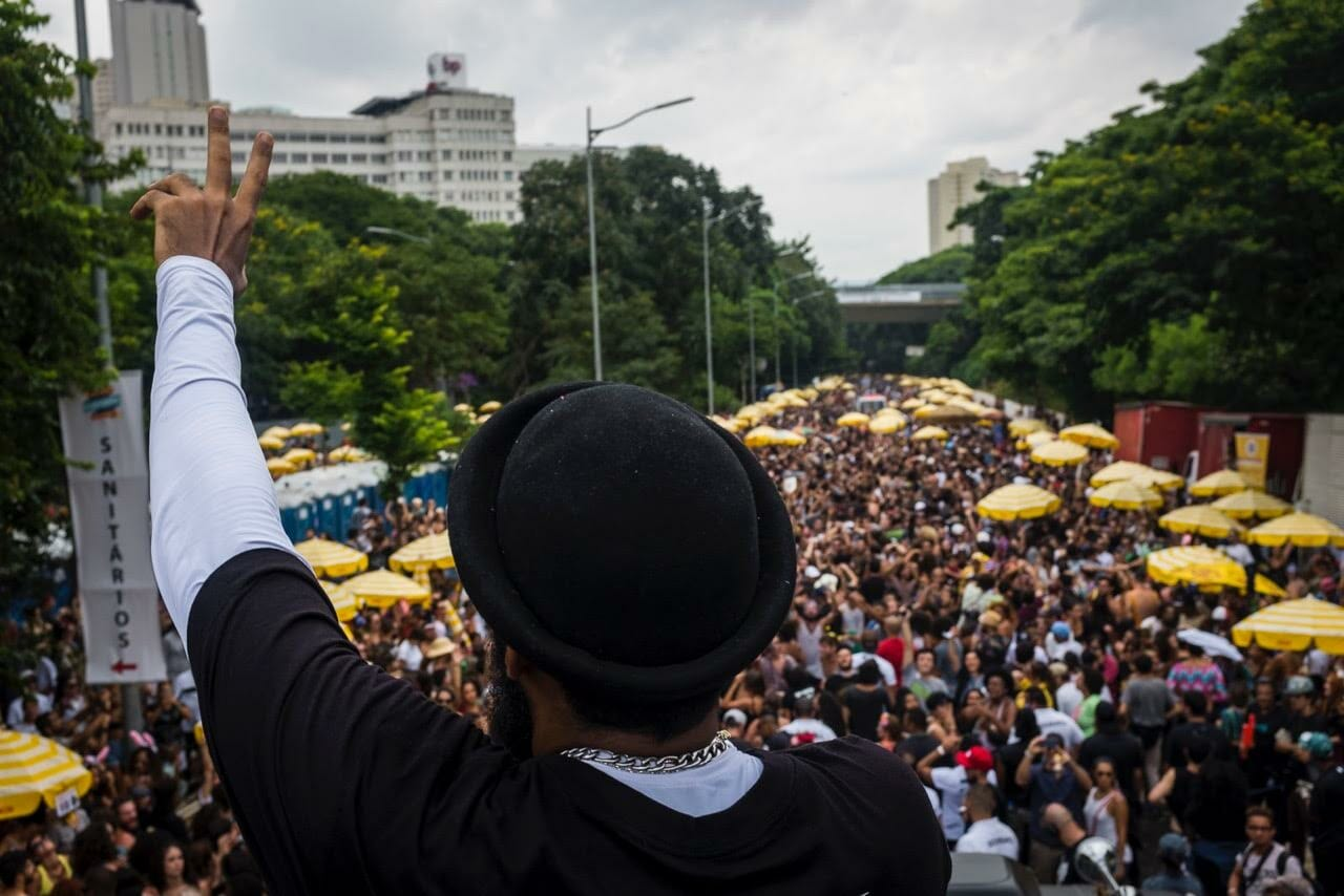 Baiana System enlouquece público na 23 de maio, em São Paulo