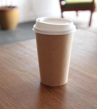 Você pode não acreditar, mas este copo plástico foi criado a partir de batatas