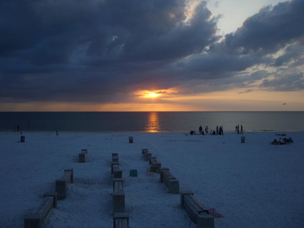 Clearwater Beach é uma bela praia que fica no golfo do México, cerca de 140km de Orlando