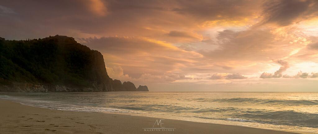 Imaginar que Cleópatra se banhava naquela praia de mar azul e paradisíaca se torna fácil quando se está lá