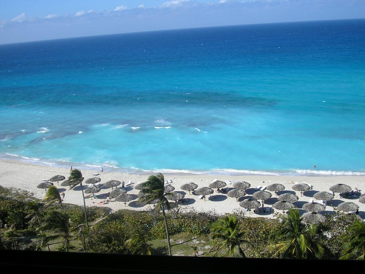 A praia de Veradero, em Cuba, pode ser visitada o ano todo, com garantia de sol