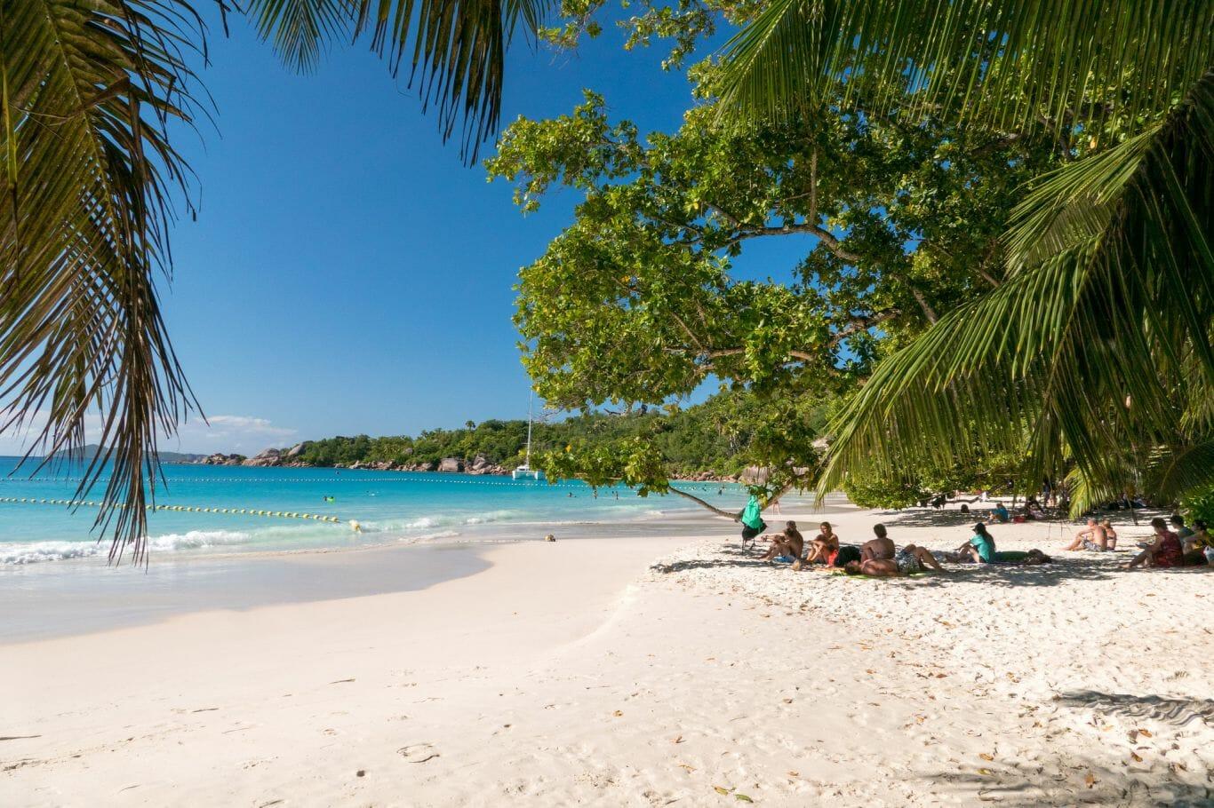 Belíssima praia, fácil de chegar