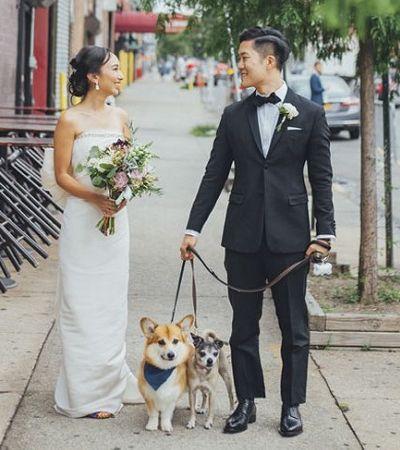Este casal encontrou uma forma muito fofa de incluir seu amigo peludo no casamento