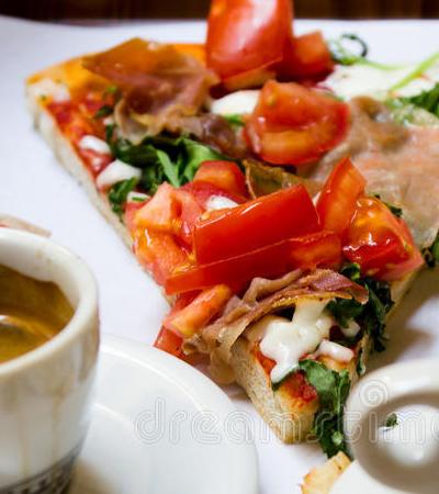 Pizza é mais saudável do que Sucrilhos no café da manhã, aponta estudo