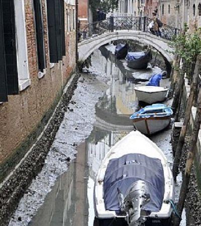 Semanas sem chuva e superlua secam canais de Veneza e deixam barcos encalhados
