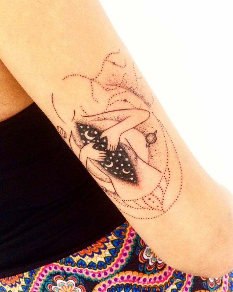 Todo um universo no trabalho da tatuadora e ilustradora Amanda Roosevelt