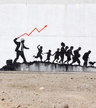 Novo grafite de Banksy em Nova York transforma pessoas em escravas das metas
