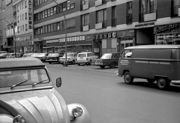 Berlim em meados dos anos 1970, com a entrada da boate Sound à direita