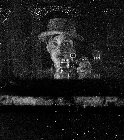 Mulher russa descobre fotografias impressionantes em seu sótão