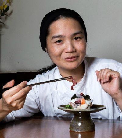 Telma Shiraishi quebra tabus e prova que gastronomia japonesa é lugar de mulher