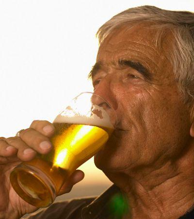 Estudo diz que quem bebe cerveja ou café tem mais chance de passar dos 90 anos