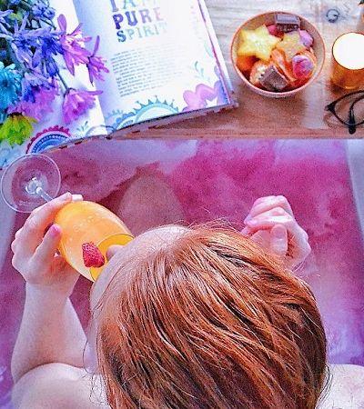 Ela transforma a hora do banho em momentos inesquecíveis